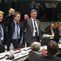 На фото: Лидеры правоцентристской коалиции объявляют о ее создании на заседании Европарламента в Брюсселе в ноябре 2015 года. Фото: naviny.by