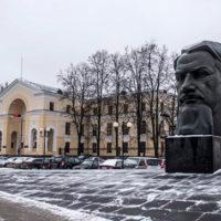 Площадь Курчатова в Москве. Мало кто из москвичей догадывается, что за фасадом располагается настоящий академический городок площадью 105 гектаров.