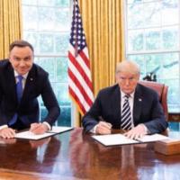 Слева — президент Польши.