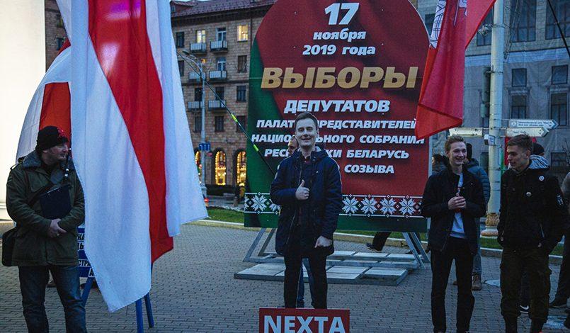 Картонный манекен Степана Путило на акции 8 ноября в Минске / Фото: naviny.by